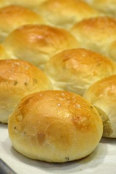 Bread Recipes, Baking Recipes, Dinner Rolls Recipe, Dinner Rolls Easy, Bread Rolls, Bread Baking, Food And Drink, Yummy Food, Favorite Recipes