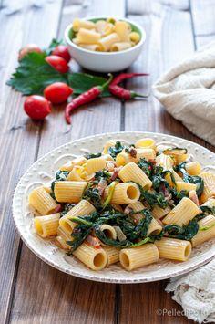 Gustosa #pasta con #bietole fresche, pancetta e pomodoro, #primopiatto rustico facilissimo. #ricette #primiveloci #createtoinspire