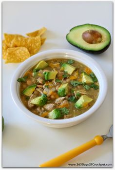 Slow Cooker Green Chicken Chili with Avocados - 365 Days of Slow Cooking and Pressure Cooking Slow Cooker Soup, Slow Cooker Chicken, Slow Cooker Recipes, Crockpot Recipes, Chili Recipes, Soup Recipes, Chicken Recipes, Easy Recipes, Salsa Verde
