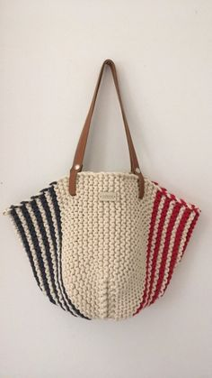 Crochet handbags 181340322483634692 - Source by isabelleverlay Crochet Clutch Bags, Crochet Handbags, Crochet Purses, Crochet Bags, Crochet Motif, Knit Crochet, Crochet Patterns, Hand Knit Bag, Diy Bags Purses