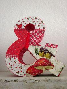 """Dekoratives """"Und""""-Sonderzeichen aus Pappe, gestaltet mit Serviettentechnik. Durch die verschiedenen Muster und Motive in Rottönen und die Verwendun..."""