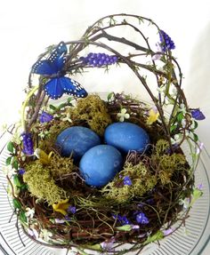 Make stunning cabbage dyed eggs & this basket! And 45 BEST Spring Party, Craft & Decor Tutorials EVER with their LINKS!!! GIFT, PARTY, EVENT, SPRING, WEDDING