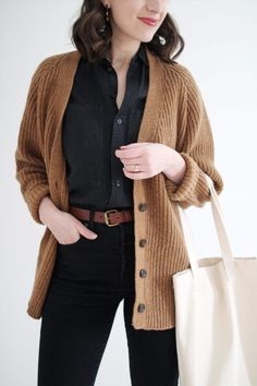 64 pretty cardigan outfit ideas for fall outfits 2019 32 Cardigan Marron, Brown Cardigan Outfit, Cardigan Noir, Cardigan Outfits, Cardigan Sweaters, Brown Jacket Outfit, Chunky Sweaters, Maxi Cardigan, Cardigan Fashion