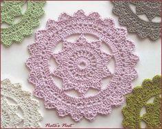Die kostenlose Anleitung für diese tollen Deckchen ist bei Crochet Spot  zu finden. Aber Vorsicht, man kann gar nicht aufhören und will i...