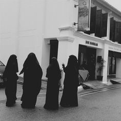 """sister-fathima: """"""""The women in Islam is the most respected. When they receives a proposal from a man, she has the utmost power to either decline, accept and/or list any rules for the man as long as it. Hijab Niqab, Muslim Hijab, Mode Hijab, Niqab Fashion, Muslim Fashion, Muslim Girls, Muslim Couples, Stylish Hijab, Islam Women"""