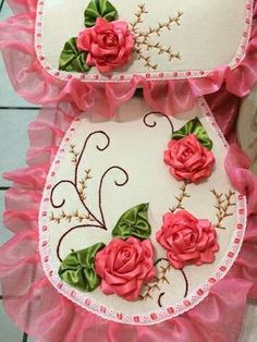 want asap :) Silk Ribbon Embroidery, Hand Embroidery, Crafts To Sell, Diy And Crafts, Bathroom Crafts, Bathroom Sets, Cross Stitch Bookmarks, Shabby Chic Pink, Ribbon Work