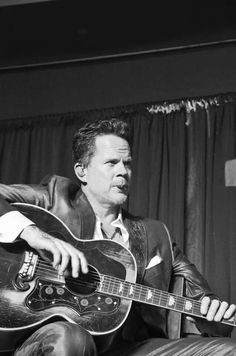 Gary Allan performed at Madison, WI's Q106 Storytellers Jam on Sunday, March 23, 2014