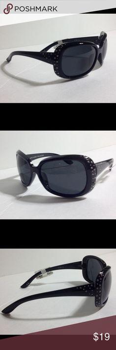 0d7fda55900d Steve Madden Polarized Women s Sunglasses Tiny nick on lens