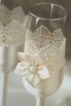 Toasting glasses with lace and handmade flower