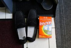 Amazing Ways To Use Dryer Sheets – Country Diaries Borax Cleaning, Household Cleaning Tips, House Cleaning Tips, Cleaning Hacks, Cleaning Supplies, Bounce Sheets, Apple Cider Vinegar Remedies, Unique Gifts For Kids, Easy Quilts