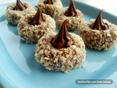 Mouthwatering bites with Nutella - Vesna's Recipes Sweet Street Desserts, Cookie Recipes, Dessert Recipes, Serbian Recipes, Serbian Food, How To Roast Hazelnuts, Cake Decorating Techniques, Little Cakes, Food Cakes