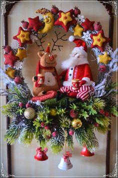 Купить или заказать Перекур (венок новогодний) в интернет-магазине на Ярмарке Мастеров. Все подарки доставлены, можно и почаевничать!