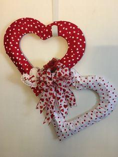 Diy Valentines Day Wreath, Valentines Day Party, Valentines Day Decorations, Valentine Day Crafts, Wreath Crafts, Diy Wreath, Diy Valentine's Day Decorations, Deco Wreaths, Valentine's Day Diy