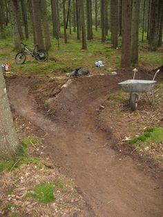 Dirt Bike Track, Mt Bike, Bmx Dirt, Road Bike, Mtb Trails, Mountain Bike Trails, Cycling Art, Cycling Quotes, Cycling Jerseys
