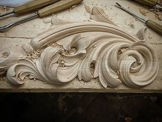 Brand New carved detail :) . Wood Carving Designs, Wood Carving Patterns, Woodworking Diy Videos, Router Woodworking, Gothic Pattern, Leather Tooling Patterns, Plaster Art, Motif Floral, Ceiling Design
