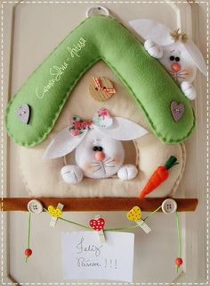 Felt Easy Moldes and Handouts: Porta Comment Felt Bunnies Felt Crafts, Easter Crafts, Happy Easter, Easter Bunny, Hobbies And Crafts, Diy And Crafts, Felt Ornaments, Christmas Ornaments, Diy Ostern