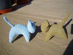 A directory of free Amigurumi crochet patterns Gato Crochet, Crochet Cat Pattern, Crochet Patterns Amigurumi, Crochet Dolls, Free Pattern, Crochet For Kids, Free Crochet, Knit Crochet, Simple Crochet