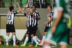 Atlético vence Palmeiras e se aproxima do G4