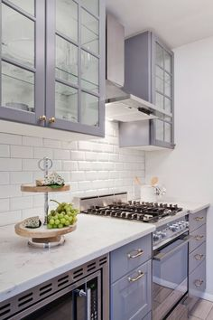 Nice 20 Incredible Grey Kitchen Cabinet Makeover Ideas https://decoratioon.com/20-incredible-grey-kitchen-cabinet-makeover-ideas/