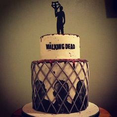 The walking dead cake Más Zombie Birthday, Zombie Party, 10th Birthday Parties, Halloween Birthday, Birthday Cakes, Theme Parties, 21st Birthday, Pretty Cakes, Cute Cakes