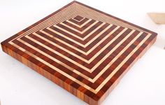 Get Information home decorations ideas and End grain cutting board creating illusion of pyramid three dimensional kitchen chopping board Woodworking Inspiration, Woodworking Projects Diy, Fine Woodworking, Wood Projects, End Grain Cutting Board, Diy Cutting Board, Wood Cutting Boards, Wood Creations, Wood Patterns