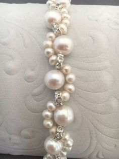 This vintage romantic style bridal bracelet is put together with off-white tone pearls, and a beautiful crystals and beads.The pearls are a pearly off-white sli Quartz Jewelry, Gemstone Jewelry, Beaded Jewelry, Handmade Jewelry, Beaded Bracelets, Ankle Bracelets, Bead Embroidery Patterns, Embroidery Jewelry, Beaded Embroidery