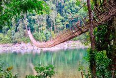 Los largos Puentes Colgante de Bambú sobre el río Siang