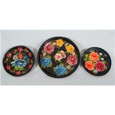Hand painted wooden bowls from Mexico....I HAVE THE ONE IN THE MIDDLE & IT IS VERY PRETTY  :)
