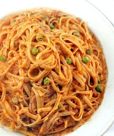 Creamy Tomato Alfredo Linguine with or without Peas and Prosciutto (author states this is her most requested sauce recipe.  Good method of preparation.