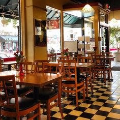 Goosefeathers Cafe in Savannah, a cozy little breakfast and lunch spot right off of Ellis Square. (Their bread pudding is SO good!)