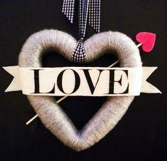Bow Arrow Valentines Day Wreath Tutorial day wreath yarn bow and arrow wreath day wreath diy sweets Diy Valentines Day Wreath, Valentines Day Decorations, Valentine Day Crafts, Vintage Valentines, Happy Valentines Day, Valentine Ideas, Valentine Stuff, Saint Valentine, Valentine Heart