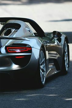 Porsche 918 Spyder Driven And Drifted To The Extreme!