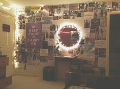 loves the mirror with the lights. hipster room   Tumblr