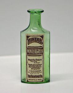 old medicine bottle labels Antique Glass Bottles, Green Glass Bottles, Vintage Bottles, Bottles And Jars, Vintage Labels, Apothecary Bottles, Vintage Packaging, Whiskey Bottle, Vodka Bottle