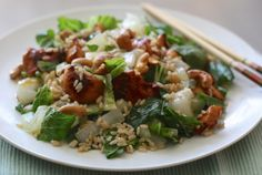 Paksoi-salade met rijst en kip