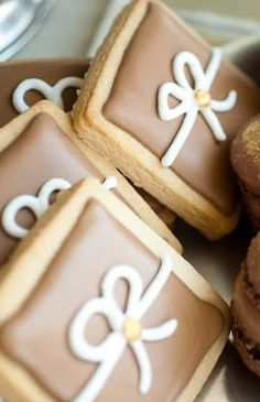 Weddings | Chocolat Chaud - A great option for edible wedding favors - #weddings #cookie #food+drink #weddingfavors