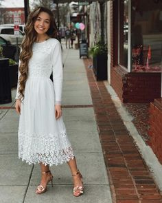 costume up☼ Elegant White Modest Bridal Occasion Gown. Modest White Dress, Modest Wear, Modest Dresses, Modest Outfits, Classy Outfits, Pretty Dresses, Beautiful Dresses, Casual Dresses, Summer Dresses
