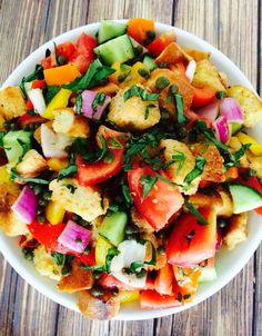 Summer Panzanella - A bright and colorful summer salad loaded with veggies, crispy french bread, fresh herbs, drizzled with extra virgin olive oil and lemon juice! Salad Recipes, Diet Recipes, Vegetarian Recipes, Cooking Recipes, Healthy Recipes, Feta, Summer Salads, Summer Dishes, Soup And Salad
