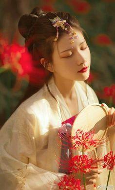 最近美少女の世界にも手を出しはじめたから危ない……純粋無垢で透明感のある色気と儚さ、特に少女性を残した中華系の美人がすき まだあどけなさの残る神秘的な美少女にフワッと近寄られてドキドキしたいpic.twitter.com/pxaBYLOlMz