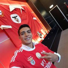 O reforço @Raul_Jimenez9 está feliz de águia ao peito!