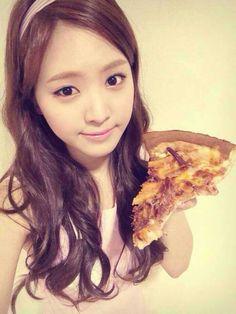 Naeun #apink #pizza
