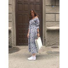 Achers blue cotton dress with camomile theme #achers#summer#cotton#midi#romantic#trendy#dress#summerdress#bluedress#camomiledress#cottondress#romanticdress#summerdress#longsleevedress