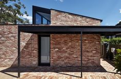 LBK / Ply Architecture - Completed in 2018 in Adelaide, Australia. Images by Sam Noonan. A modern, light filled extension to the rear of a quaint heritage listed cottage, set in a narrow, leafy suburban laneway. The major driving factor… - Brick Architecture, Residential Architecture, Architecture Details, Design Exterior, Facade Design, Design Design, Modern Design, Modern Brick House, Recycled Brick