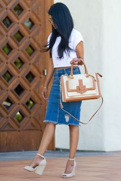 Petite fashion bloggers :: Walk in Wonderland :: denim skirt