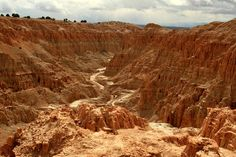 dried out gorge | ... the canyon in Cathedral Gorge State Park (3192732193).jpg - Wikipedia