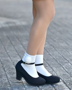 写真:櫻井ゆあさん くつ : NO FALL(ノーフォール) Sexy Socks, Socks And Heels, Cute Socks, Ankle Socks, Girls Formal Shoes, Girls Shoes, Black School Shoes, Frilly Socks, School Girl Dress