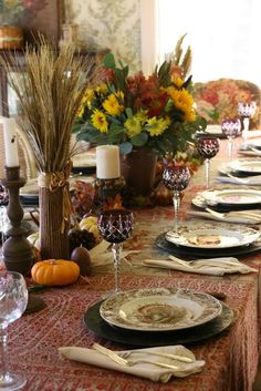 vignette design: A Traditional Thanksgiving Table~ Need to find that tablecloth! Fall Table Settings, Thanksgiving Table Settings, Beautiful Table Settings, Thanksgiving Tablescapes, Holiday Tables, Thanksgiving Decorations, Thanksgiving Plates, Place Settings, Vignette Design