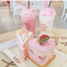 Dessert discovered by 𝓸𝓫𝓼𝓮𝓼𝓼𝓲𝓸𝓷 🏹 on We Heart It Snacks Japonais, Kawaii Dessert, Cute Snacks, Pink Foods, Oreo Fudge, Japanese Sweets, Japanese Candy, Japanese Food, Cafe Food