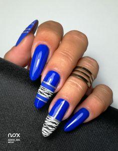 W jaki sposób przełamać jesienną nudę na pazurkach? To bardzo proste! Wystarczy połączyć nasz cudowny Kobalt ze srebrnymi akcentami oraz niewielką zebrą! W takiej kompozycji efekt mamy gwarantowany! Jak Wam się podoba? 😎  #nails #nail #nailsart #nailart #nailsartist #nailartist #cobaltnails #navybluenails #nails2inspire #nailsdesign #nailswag #instanails #mani #manicure #manicurehybrydowy #paznokcie #paznokciehybrydowe #paznokcieżelowe #granatowepaznokcie #kobaltowepaznokcie #hybrydy… Nail Art, Nails, Beauty, Long Nails, Finger Nails, Ongles, Nail Arts, Beauty Illustration, Nail Art Designs