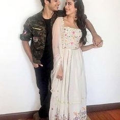 Ishaan Khatter marked his debut in B-town with a terrific performance in Beyond the Clouds.Exclusive: Ishaan Khatter to star in Geetha Govindam's remake? Ishaan Kapoor, Kareena Kapoor Khan, Dress Indian Style, Indian Outfits, Bollywood Fashion, Bollywood Style, Movie Photo, Best Couple, Celebs